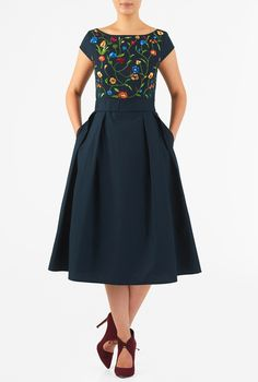 Our floral vine embellished poplin dress is cinched in with an elasticated self-belt and a wide bow at the back. The princess-seamed bodice and pleated skirt are classically flattering, while pockets and a midi-length hemline offer modern elements. Modest Dresses, Casual Dresses, Fashion Dresses, Sunday Clothes, Poplin Dress, Western Dresses, Look Chic, Skirt Outfits, Dress Patterns