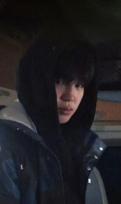 Jimin is the type of boyfriend (Imagina) Park Ji Min, Jimin Selca, Yoongi Bts, Foto Bts, Jikook, Wattpad, Kpop, Taehyung, Sunshine Line