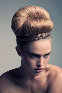Here we are going to present the 7 reasons you should start using a makeup primer, which will let you decide whether or not you should be applying it in the future. Crazy Hair, Big Hair, High Fashion Hair, Women's Fashion, Avant Garde Hair, Hair Arrange, Editorial Hair, Creative Hairstyles, Funky Hairstyles