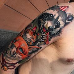Got a good daylight pic of this the day after so I can show u the junk food also  #fruduva #neotrad #neotradtional @tattoocyn #blackbyran #bläckbyrån #trashpanda #foxtattoo #raccoontattoo