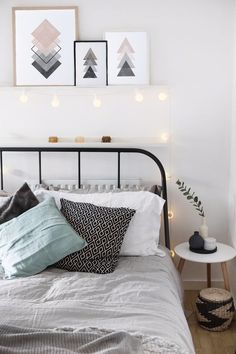 7 Valiant Hacks: Minimalist Home Declutter Life Changing minimalist living room cozy sofas.Cozy Minimalist Home Fall minimalist bedroom blue linens.Colorful Minimalist Home Front Doors. Dream Bedroom, Home Decor Bedroom, Girls Bedroom, Bedroom Furniture, Furniture Ideas, Simple Bedroom Decor, Master Bedrooms, Extra Bedroom, Cheap Furniture