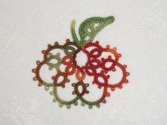 Le Blog de Frivole: Small Pumpkin (used Mark Myers' Apple pattern); Thread: Lizbeth Autumn Spice #tatting #fruit