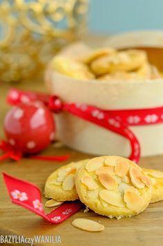 Bazylia czy Wanilia: Kruche, maślane ciasteczka z płatkami migdałowymi