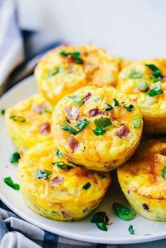 Brunch Recipes Denver omelette breakfast muffins are such a great breakfast and perfect . Breakfast Omelette, Breakfast Muffins, Breakfast Dishes, Breakfast Recipes, Breakfast Enchiladas, Healthy Omelette, Eat Breakfast, Pancake Muffins, Omelette Muffins