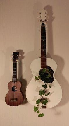 Guitar Crafts, Guitar Diy, Guitar Room, Decorative Planters, Diy Planters, Bathroom Wall Decor, Room Decor, Broken Guitar, Music Corner