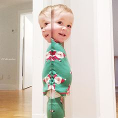 Elle est en vacances!  #aventnoel2016 #pyjamadenoel #melodiepetitesouris #20mois #etremaman #jelaimetellement #toddlerlife #momlife