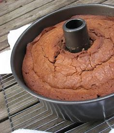 Crunchy top chocolate pound cake : Trisha Yearwood's Chocolate Poundcake-We used to get the BEST Chocolate Poundcake in Williamsburg, here's hoping this is close. Just Desserts, Delicious Desserts, Dessert Recipes, Yummy Recipes, Recipies, Yummy Yummy, Dessert Ideas, Sweet Recipes, Autumn Desserts