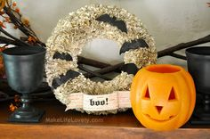Make Life Lovely: Easy DIY Fall Thanksgiving Wreath-- I like the plain paper Fall Halloween, Halloween Crafts, Halloween Decorations, Halloween Ideas, Halloween Wreaths, Happy Halloween, Diy Fall Wreath, Wreath Ideas, Spring Wreaths