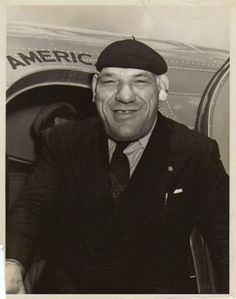 MAURICE TILLET getting off the plane
