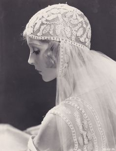 """Madge Bellamy as a beatiful bride wearing a wonderfully decorated veil. I guess its from """"the white zombie"""" Vintage Wedding Photos, Vintage Bridal, Vintage Photos, Vintage Weddings, Unique Vintage, Vintage Outfits, Vintage Fashion, White Zombie, Mode Vintage"""
