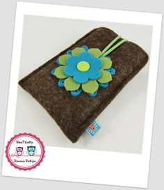 Handytasche ✿ Handyhülle ✿ Blume ✿ 100% Wollfilz von BenTiLotta - Ramona Rathjen auf DaWanda.com