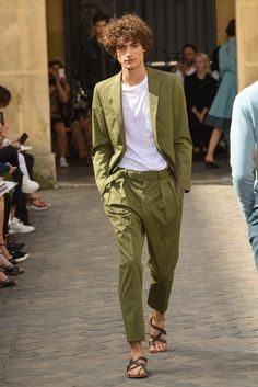 Officine Generale Spring 2018 Ready-to-Wear Collection Photos - Vogue Stylish Men, Men Casual, Casual Wear, Style Masculin, Mode Streetwear, Men Street, Fashion Show Collection, Mode Style, Men's Style