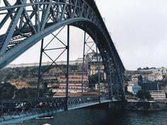 Cruzar el rio Duero en este gigante de hierro es toda una experiencia. Foto por Asier G. Morato.
