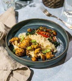 Asiatiska blomkål med ris och stekt champinjonsallad Risotto, Curry, Chicken, Meat, Ethnic Recipes, Food, Red Peppers, Curries, Essen