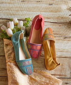 Soleil Flats - Tiny, cross-stitched patterns give an air of ancient secrets to these sunny, suede flats. Pretty Shoes, Beautiful Shoes, Indian Shoes, Shoes Flats Sandals, Suede Flats, Trendy Sandals, Bridal Sandals, Sari, Shoe Collection
