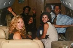 Cast of friends on flight to Las Vegas for the friends premiere Friends Tv Show, The Cast Of Friends, Tv: Friends, Serie Friends, Friends Moments, Friends Behind The Scenes, Close Friends, David Schwimmer, Matt Leblanc