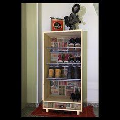 Sabater/ Zapatero Retro, Shoe Rack, Instagram Posts, Home, Shoe Closet, Shoe Racks, Retro Illustration, Shoe Cupboard, Haus