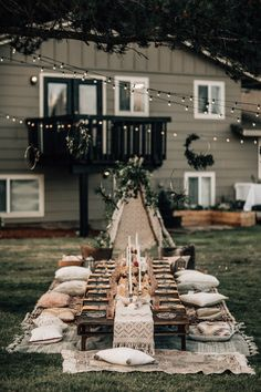 Beautiful Wedding Reception Decoration Ideas - Put the Ring on It Picnic Style, Picnic Set, Picnic Ideas, Beach Picnic, Reception Seating, Wedding Reception, Bohemian Birthday Party, Outdoor Dinner Parties, Picnic Parties