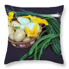 Vegetable basket, throw pillows, kithcen