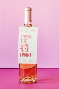 You're the wine that I want. Free printable Valentine's wine bottle tags. Grab a few bottles of wine & supplies to make these simple, hilarious wine pun Valentines. A fun DIY gift for your Valentine or Galentine's party. Gifts For Wine Lovers, Wine Gifts, Valentines Day Wine, Diy Valentine, Wine Puns, Wine Bottle Tags, Wine Bottles, Wine Supplies, Wine Case
