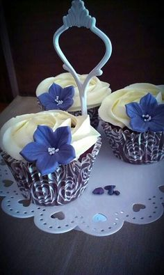 blue flower witch white frosting decoration