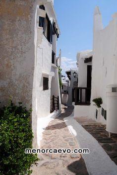 Binibeca Vell, poblado de pescadores, Menorca, bonito y fotogénico, punto de referencia para todos  los visitantes, no olvidemos que es una imitación perfecta a las antiguas construcciones  Menorquinas, probablemente el único elemento no auténtico de nuestra la isla.