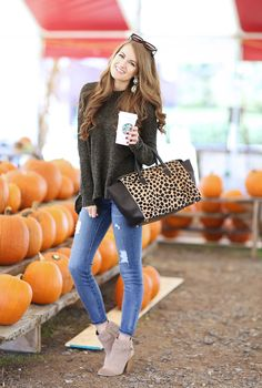 Really cute outfit. Don't like the purse though.