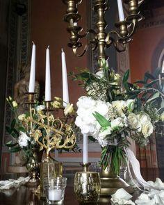Flower arrangement table at the entrance.