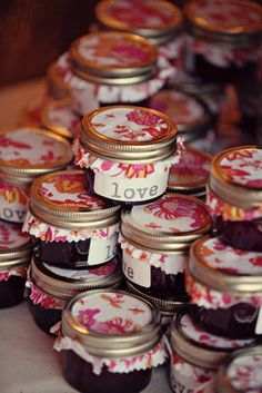 Little jam favors - um, these are awesome. And I happen to know how to make jam. Jam Wedding Favors, Jam Favors, Personalized Wedding Favors, Unique Wedding Favors, Unique Weddings, Diy Wedding, Party Favors, Rustic Wedding, Wedding Ideas