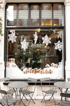 Beas of Bloomsbury at Christmas, I will have to try to make some of these gorgeous snowflakes this year...