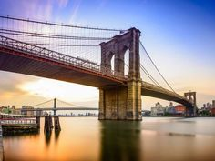 The Brooklyn Bridge was inaugurated in 1883 to join Manhattan and Brooklyn, which were once two dist... - Photo Shutterstock