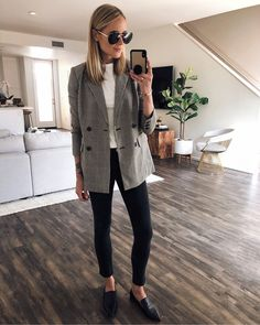 office outfit Update your office wear style with the latest looks on the streets! No matter the dress code, these 35 classy work outfits will surely get you inspired. Classy Work Outfits, Fall Outfits For Work, Work Casual, Women's Casual, Fall Work Fashion, Black Jeans Outfit Work, Blazer Outfits Fall, Casual Office Wear, Summer Outfits