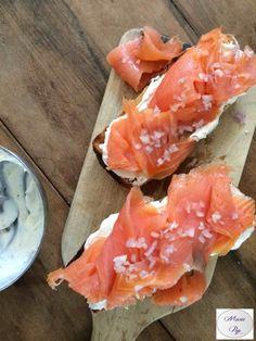 Tartines la vie en rose : saumon fumé, échalotes et philadelphia - Ma recette en cliquant sur la photo