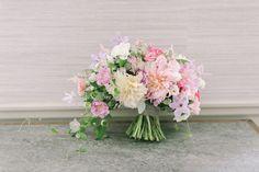 Semi-cascade bridal bouquet Photography: Jessa Love & Light