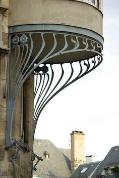art nouveau balcony support