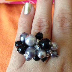 Cluster Black Silver Pearl Ring Approx size 6.5. Fun sparkly party statement ring with gray pearls, white pearls, onyx and rhinestones on silver plated metal Jewelry Rings