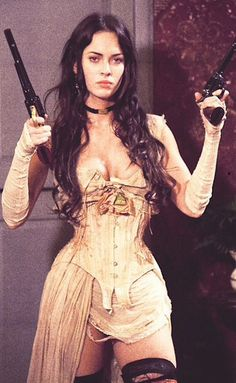 Celebrities in Corsets Sexy Megan Fox in Jonah Hex wearing a Steampunk style underbust corset. 3 People Costumes, Costumes For Women, Estilo Megan Fox, Pretty People, Beautiful People, Steam Girl, Bad Girl Aesthetic, Badass Aesthetic, Aesthetic Art