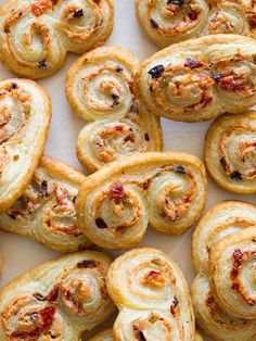 A really cute savory appetizer recipe for Sun Dried Tomato Olive & Goat Cheese Palmiers. Perfectly sized for snacking. Samosas, Empanadas, Fingers Food, Snacks Für Party, Dried Tomatoes, Appetisers, Sun Dried, Antipasto, Goat Cheese