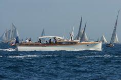 Andreyale 15m, Latitude 46, La Rochelle France. #andreyale #yacht #luxe #classic #motorboat #boatinglife #yachting #andreyale