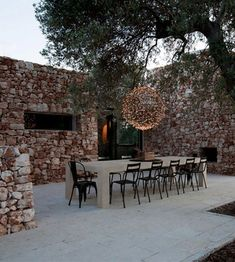 How fabulous is this suspended fairy-light globe chandelier! The space just woul. Outdoor Rooms, Outdoor Dining, Outdoor Gardens, Outdoor Decor, Landscaping With Fountains, Mesa Exterior, Globe Chandelier, Deco Design, Globe Lights