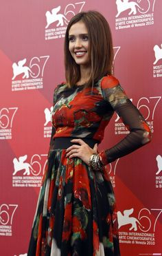 Jessica Alba Jessica Alba Style, Dress Makeup, Red Carpet Looks, Well Dressed, Supermodels, Actors & Actresses, Dress Skirt, High Fashion, Beautiful People