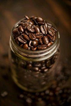Bel barattolone di caffè fresco