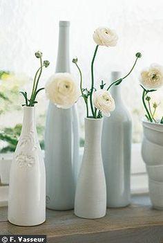 Bouteille Leonor Mataillet, Home Autour du Monde, bouteilles en porcelaine Virebent, petit vase Habitat et vase en porcelaine Pieke Bergmans, Maxalto.