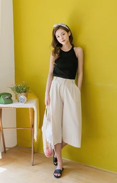 healthy living tips wellness programs for women Hipsters, Trouser Pants, Korean Fashion, Outfit Of The Day, Stylists, Street Style, Kpop, Black And White, Beanie