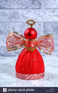 Guide on the photo how to make a decorative angel from a bottle, self-adhesive shiny paper, ribbon and a Christmas ball with Stock Photo: 227533486 - Alamy Yule Crafts, Angel Crafts, Recycled Christmas Decorations, Easy Christmas Crafts, Christmas Balls, Christmas Angels, Christmas Ornaments, Diy Angels, Diy Gifts To Sell