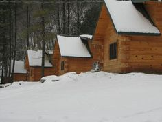 The cozy Andy Mountain Cabins offer quick access to the Mississippi river, Effigy Mounds and Pikes Peak Park