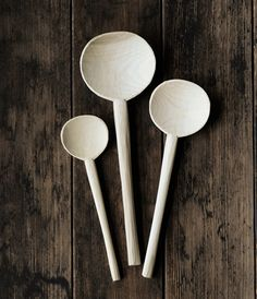 Japanese ceramics and utensils handcrafted by artisans. Creative Inspiration, Design Inspiration, Ceramic Spoons, Spring Decorations, Wood Spoon, Forks And Spoons, Japanese Ceramics, Find Objects, Wood Lathe