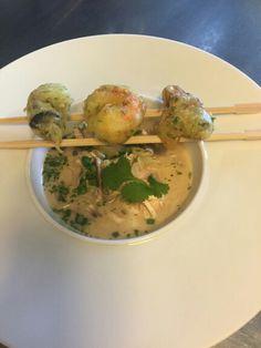 Quand le chef est inspiré, voici une entrée toute en finesse, à découvrir prochainement à la carte : Huitres Ostra Regal et langoustines en tempura, bouillon retour d'Asie. Ostra Regal, Nos huîtres Super Spéciales