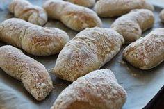 Helpot Chiapattat 5 dl lämmintä vettä 1 dl maitoa 1-2 rkl oliiviöljyä n.1 rkl siirappia 2 tl suolaa 1 pss kuivahiivaa 1-2 dl hiival... No Salt Recipes, Bread Recipes, Baking Recipes, Finnish Recipes, Savory Pastry, Ciabatta, Bread Baking, I Love Food, Food And Drink