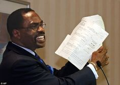 "Former boxer, Rubin, ""Hurricane"" Carter, holds up the writ of habeas corpus that freed him from prison, during a news conference held in Sac. Denzel Washington Films, Rubin Carter, Rubin Hurricane Carter, Ncaa College Football, Celebrity Deaths, Long Time Friends, Latest Sports News, Abc News, Prison"